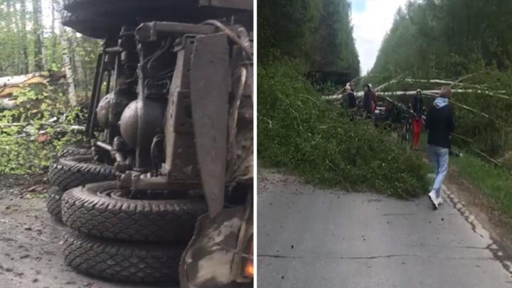 Под Екатеринбургом из-за смертельного ДТП с КАМАЗом перекрыли дорогу