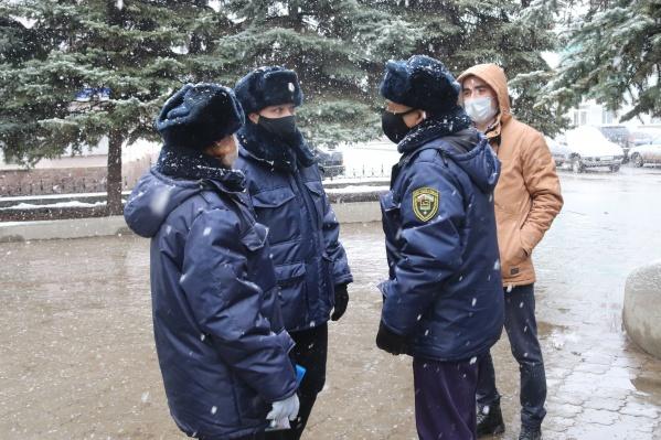 Инспекторы посетят места скопления людей и торговые центры