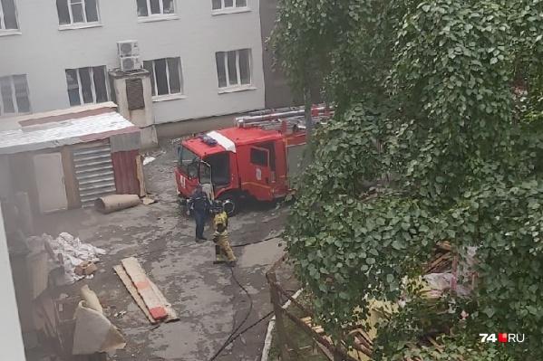 К месту ЧП приехало несколько бригад пожарных