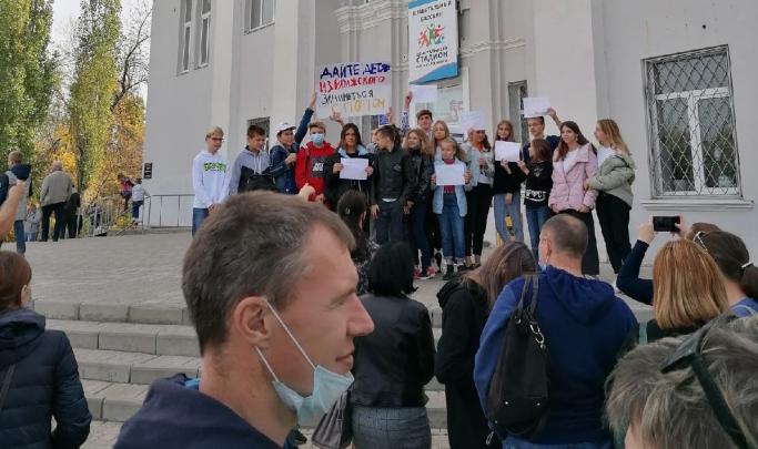 «Увольнять никого не будут»: власти Волжского прокомментировали ситуацию вокруг спортивной школы № 3