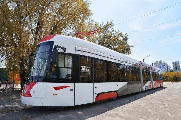 Длинныйвагон модели 71–418 впервые начнет обслуживать городской маршрут