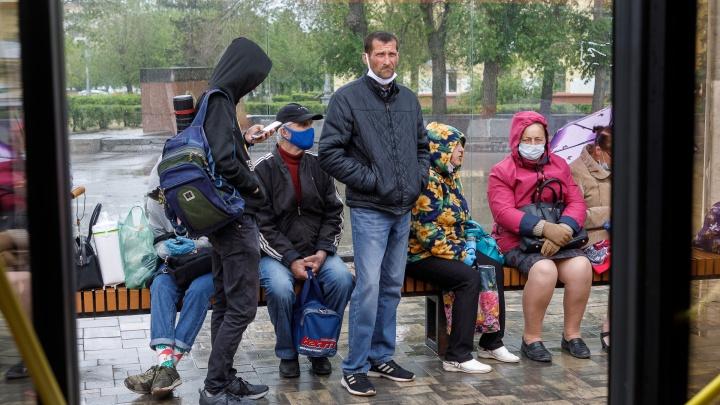 «Носим маски, но толкаемся в автобусах»: в Волгограде растет число заболевших COVID-19