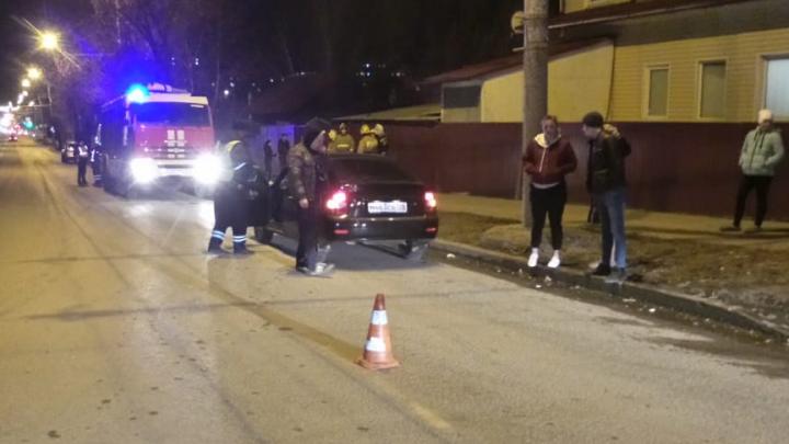 На Амундсена водитель «Приоры» сбил пешехода, мужчину увезли на скорой