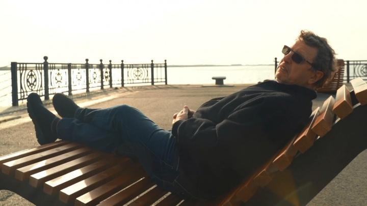 «Оптимизм заслуживает уважения»: ведущий Михаил Ширвиндт оценил шезлонги на набережной Архангельска