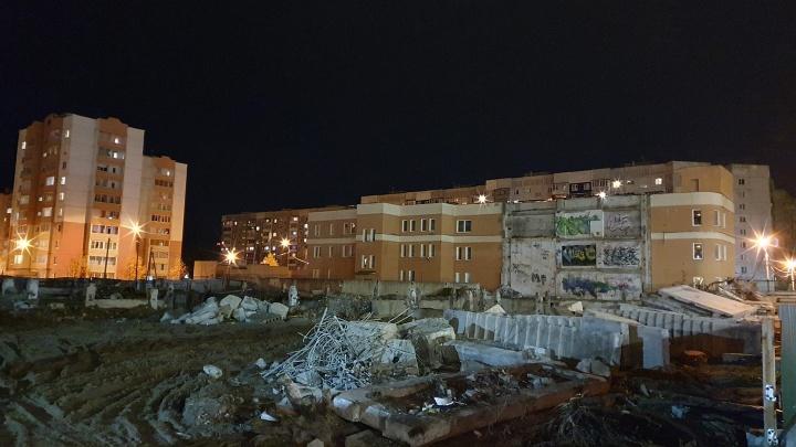 В Ярославле снесли недостроенную поликлинику, простоявшую почти 30 лет