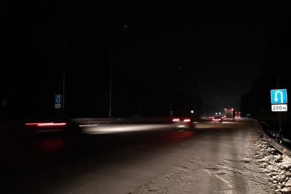В темное время суток проезжать по этому участку опасно