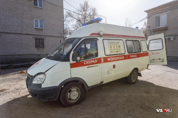 В Дзержинском районе мужчина набросился с ножом на фельдшера скорой помощи