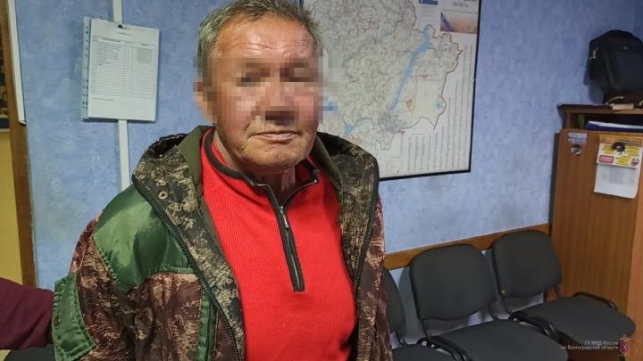 Одного убил, двоих ранил: в Волгограде рецидивист с ножом напал на людей в парке поселка ГЭС