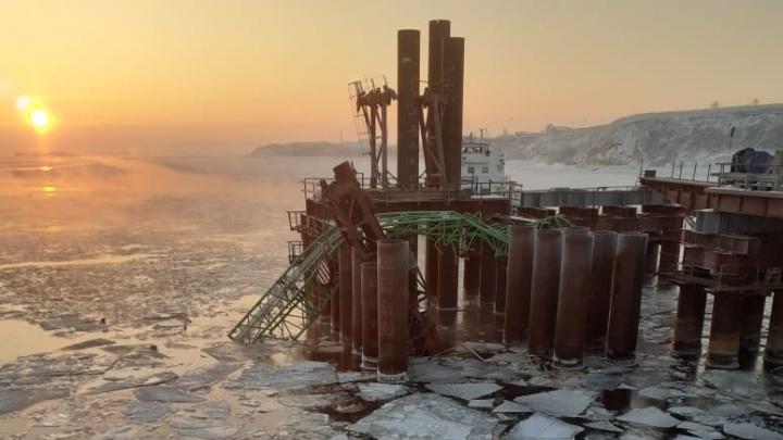 При строительстве моста у Климовки рухнул гусеничный кран