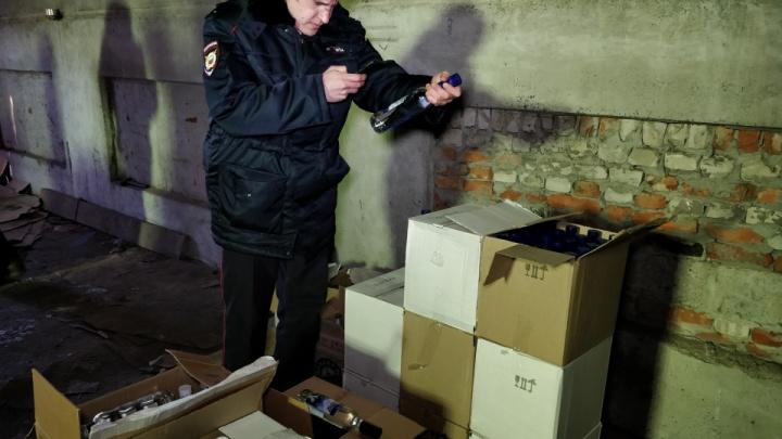 Полиция изъяла у курганца палёное спиртное почти на миллион рублей