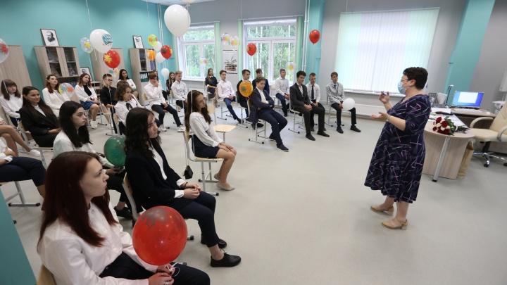 Челябинские школы набирают новых спецов по воспитанию патриотизма. Их начали искать накануне митингов