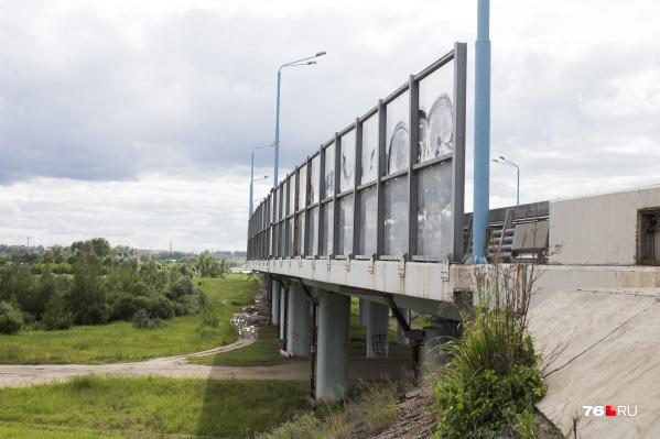 «Зеленые масла» залегли под землей у Юбилейного моста