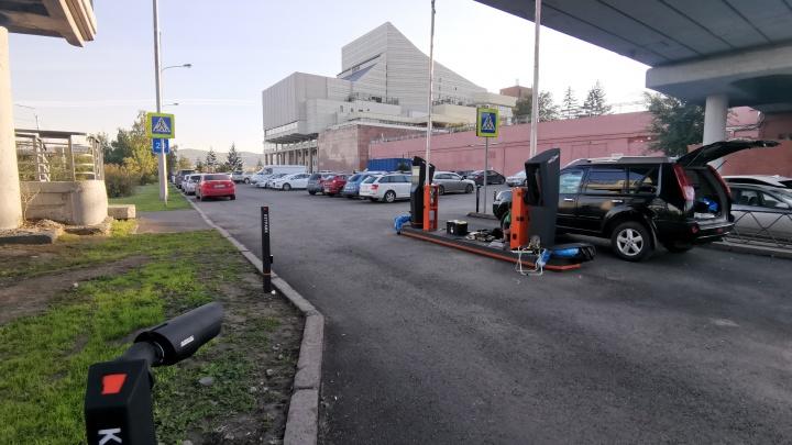 Паркоматы для оплаты начали устанавливать на парковке около БКЗ