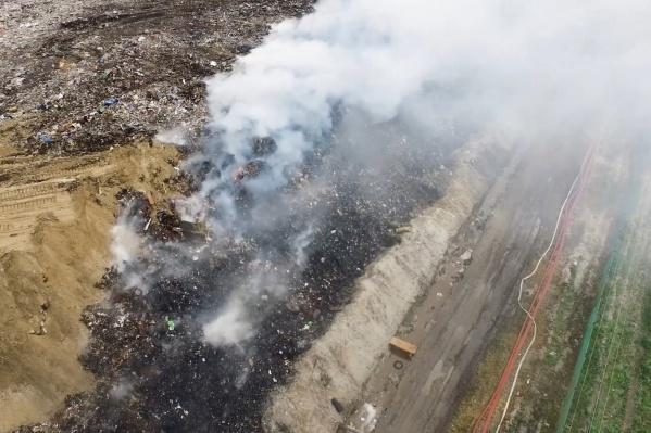На этой неделе руководство полигона ТБО заявило о повышении тарифа на размещение отходов, в то время пока пожарные ликвидировали крупное возгорание мусора