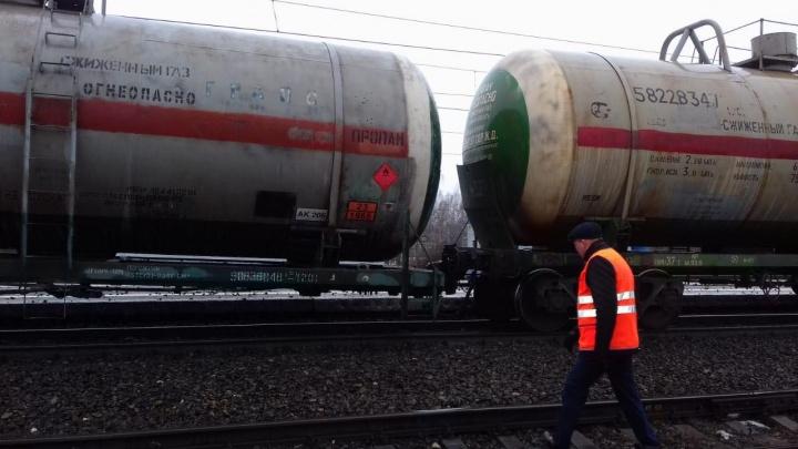 Из-за ЧП на железной дороге в Ярославской области задержали и развернули поезда