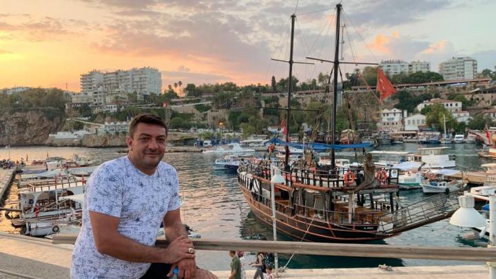 «Первые два месяца в России ходил голодный»: как бизнесмен из Турции стал таксистом-поваром в Екатеринбурге
