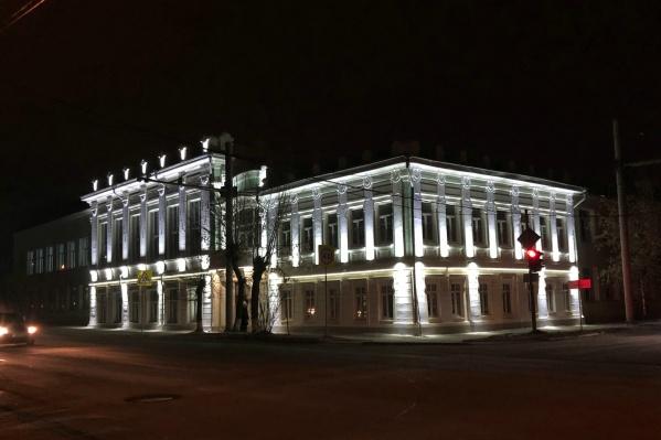 Подсветка, по мнению городских властей, должна подчеркнуть архитектурный стиль старинных зданий Шадринска