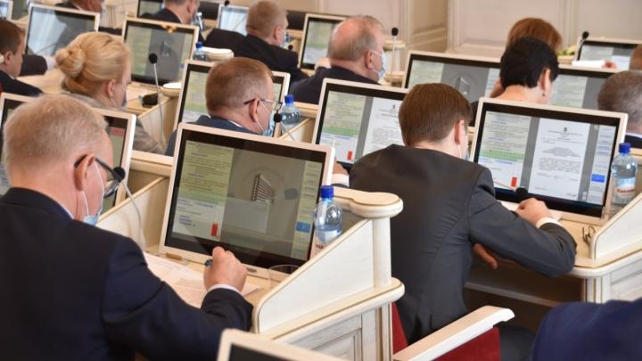 Роспуск депутатов в Пинежье, налог для самозанятых и льготы: какие законы приняли депутаты АОСД