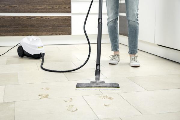К примеру, пароочиститель очистит практически все твердые поверхности в доме и уничтожит 99,99% бактерий