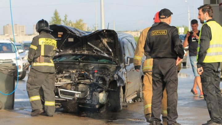 «Нога на газе в судороге стояла»: новосибирец на «Хонде» врезался в автомойку