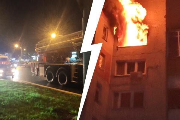 Дым от пожара было видно за километры от места происшествия