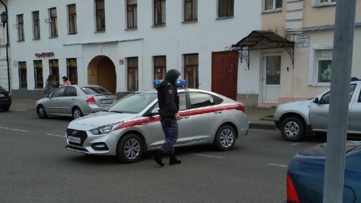 Эвакуация в мэрии Ярославля: всех чиновников вывели на улицу