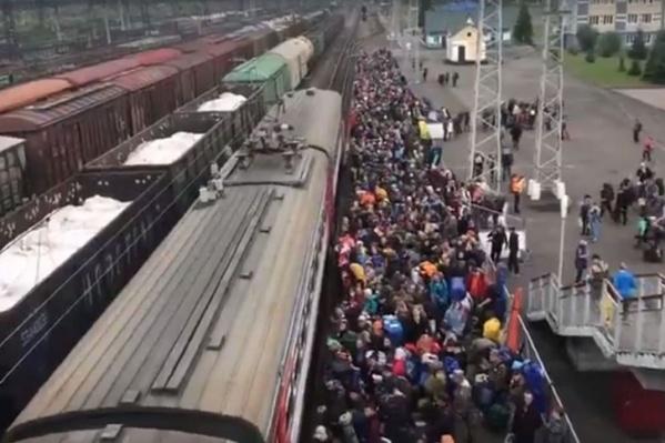 Соблюдение масочного режима будут проверять в электричках до Новокузнецка и до Поднебесных Зубьев
