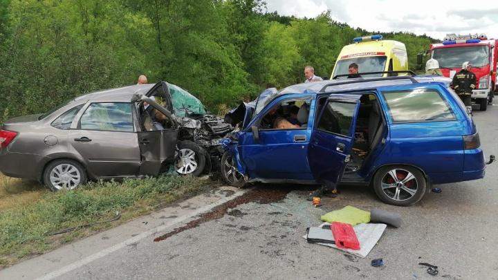 Под Волгоградом в страшной аварии погибли четыре человека, ранен ребёнок