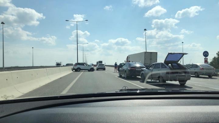 На Кольцовском тракте в ДТП разбились пять легковушек