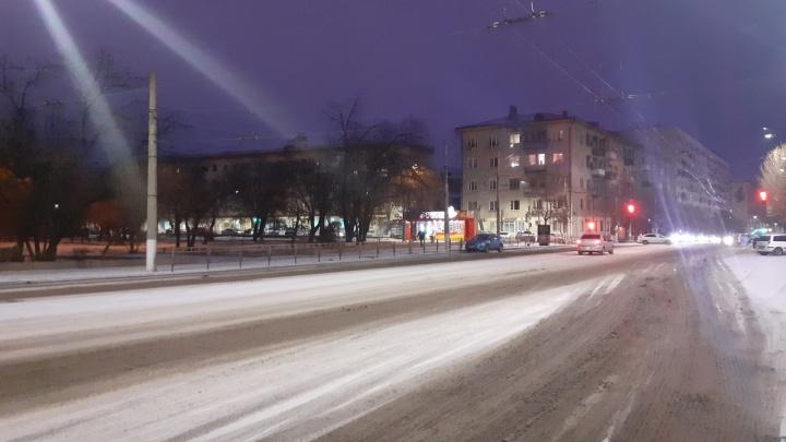 Машину сегодня лучше не брать: в Волгограде ликвидируют последствия ледяного дождя