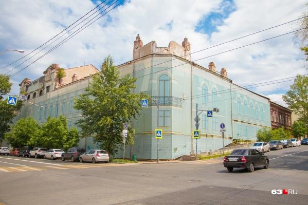 Это здание построил самарский купец Иван Макке в 1850 году