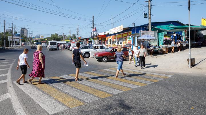 Шёл по «зебре» на зелёный свет: в Волгограде таксист сбил пятилетнего мальчика