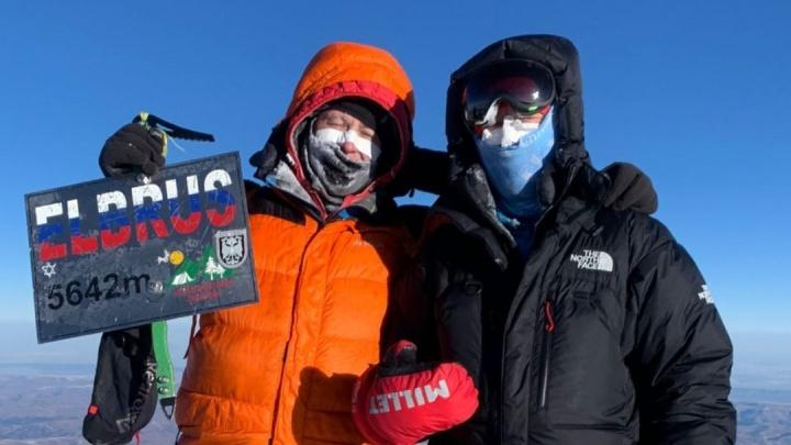 «Теперь у нее второй день рождения»: новосибирец спас неопытную альпинистку при восхождении на Эльбрус