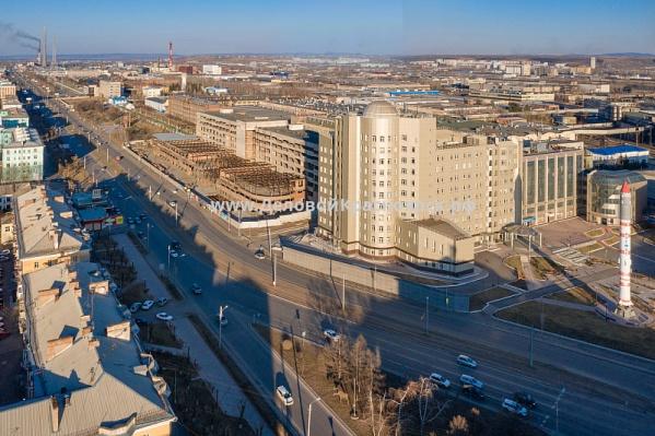 Недострой находится на первой линии на проспекте Красноярский Рабочий
