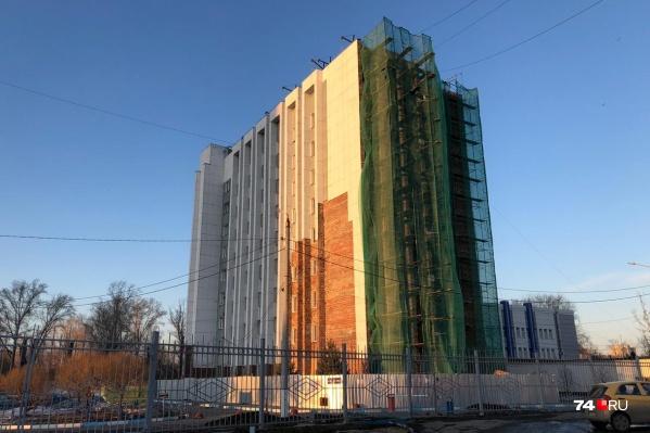 Компания, возглавляемая Сергеем Хлеборобом, должна была обновить в том числе фасад университетского общежития
