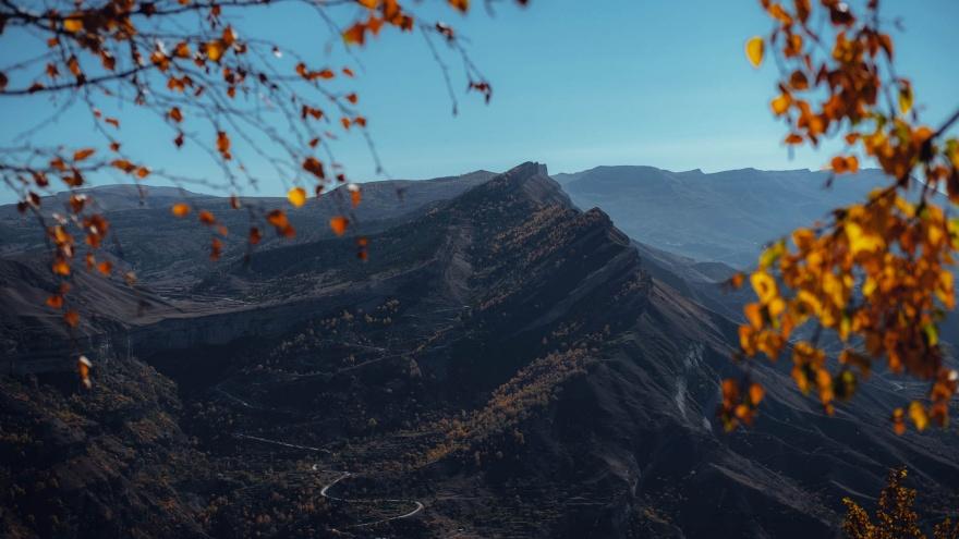 """«Скорее упадешь с горы, чем встретишь недоброго человека»: ответы <nobr class=""""_"""">на 5 главных</nobr> вопросов о Дагестане"""