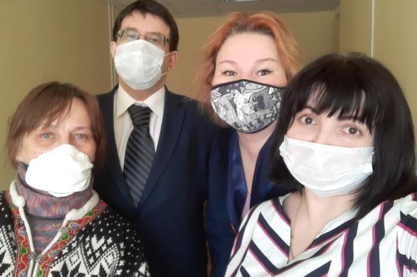 Елена Черноусова (крайняя слева) оштрафована на 3 тысячи рублей. Её защищали трое юристов