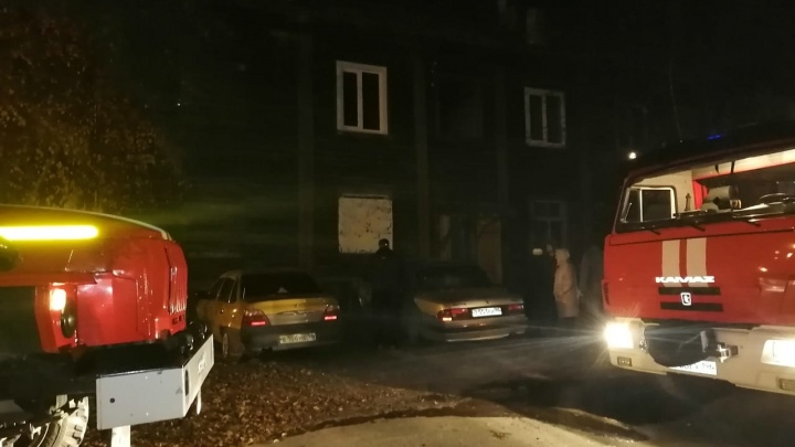 Ребенок играл с зажигалкой: на Урале при пожаре в жилом доме погибли муж, жена и три ребенка