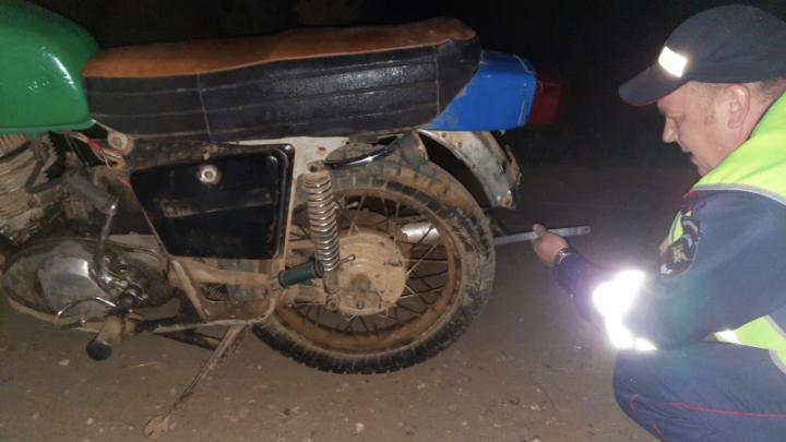 В крае пьяный мотоциклист сбил школьника на мопеде: штраф заплатят родители ребёнка