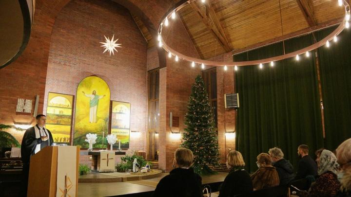 День перед Рождеством: фоторепортаж со службы в омской лютеранской церкви