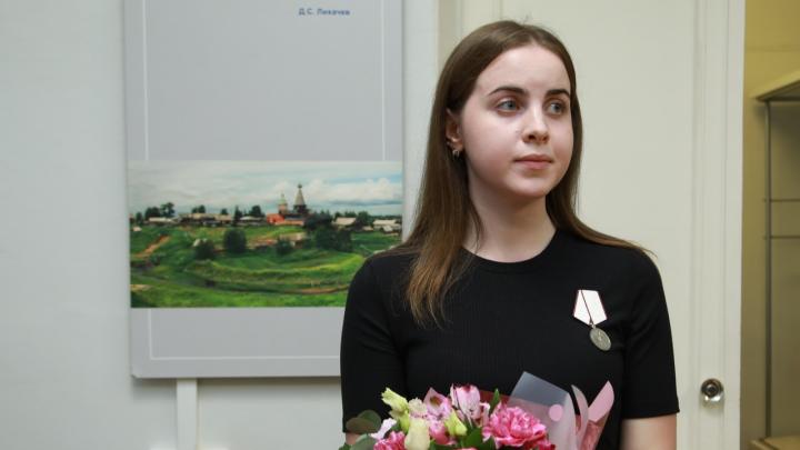 Студентку из Нёноксы наградили медалью за спасение раненых при взрыве ракетного двигателя