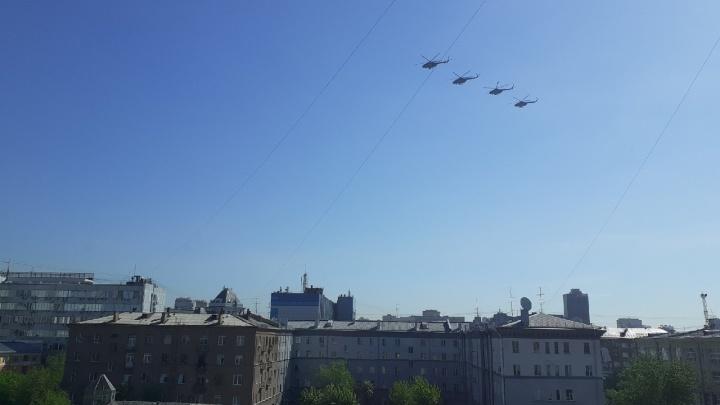 Пролетели за несколько минут: видеорепортаж НГС с авиационного парада на 9 Мая