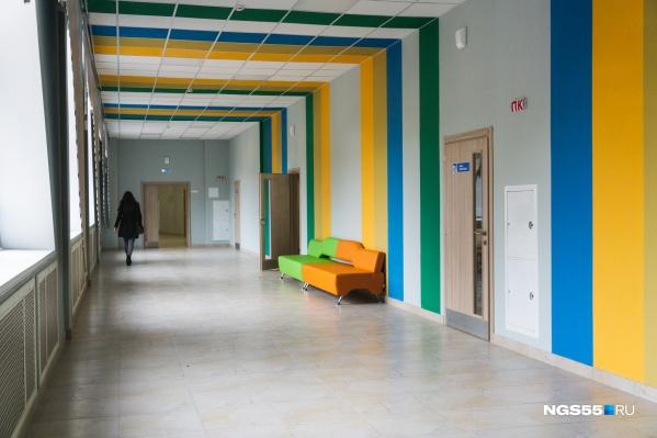 За последние два года в Омской области построили две новые школы — в Амурском поселке и в Петропавловке