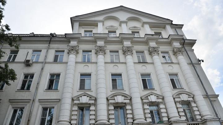 Эксперты одобрили ремонт в доме с колоннами и мансардой на Ленина, который пережил пожар