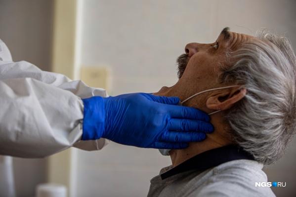 Один из заболевших — пенсионер, находившийся на обслуживании в центре