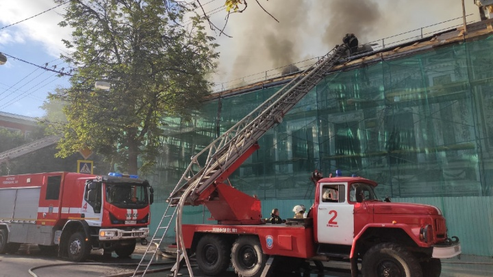 Видео дня: пожар в литературном музее на Минина