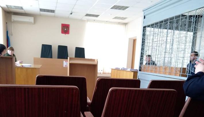 Посадили в клетку: в суде третий час избирают меру пресечения главному по отлову животных в мэрии