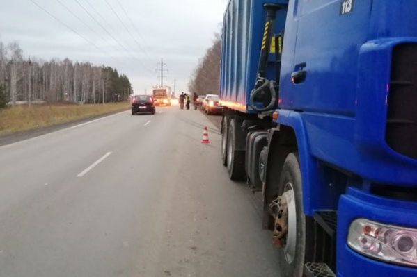 48-летний мужчина погиб под колесами грузовика