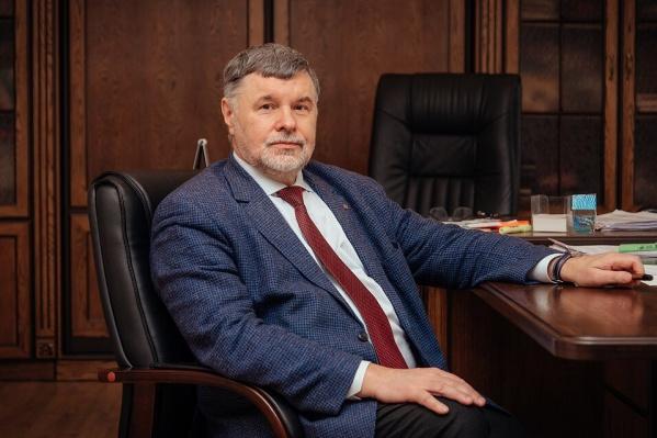 Несмотря на сокращение зарплаты, Анатолий Косых, судя по всему, останется самым богатым ректором в Омске