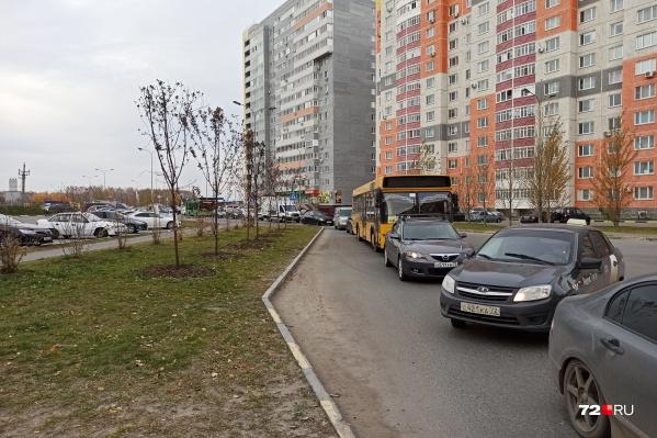 Вот такая картина наблюдается в районе улицыАндрея Кореневского
